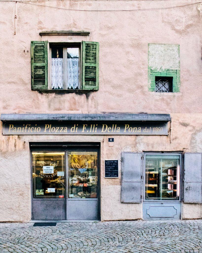 Tirano centro storico panetteria vintage