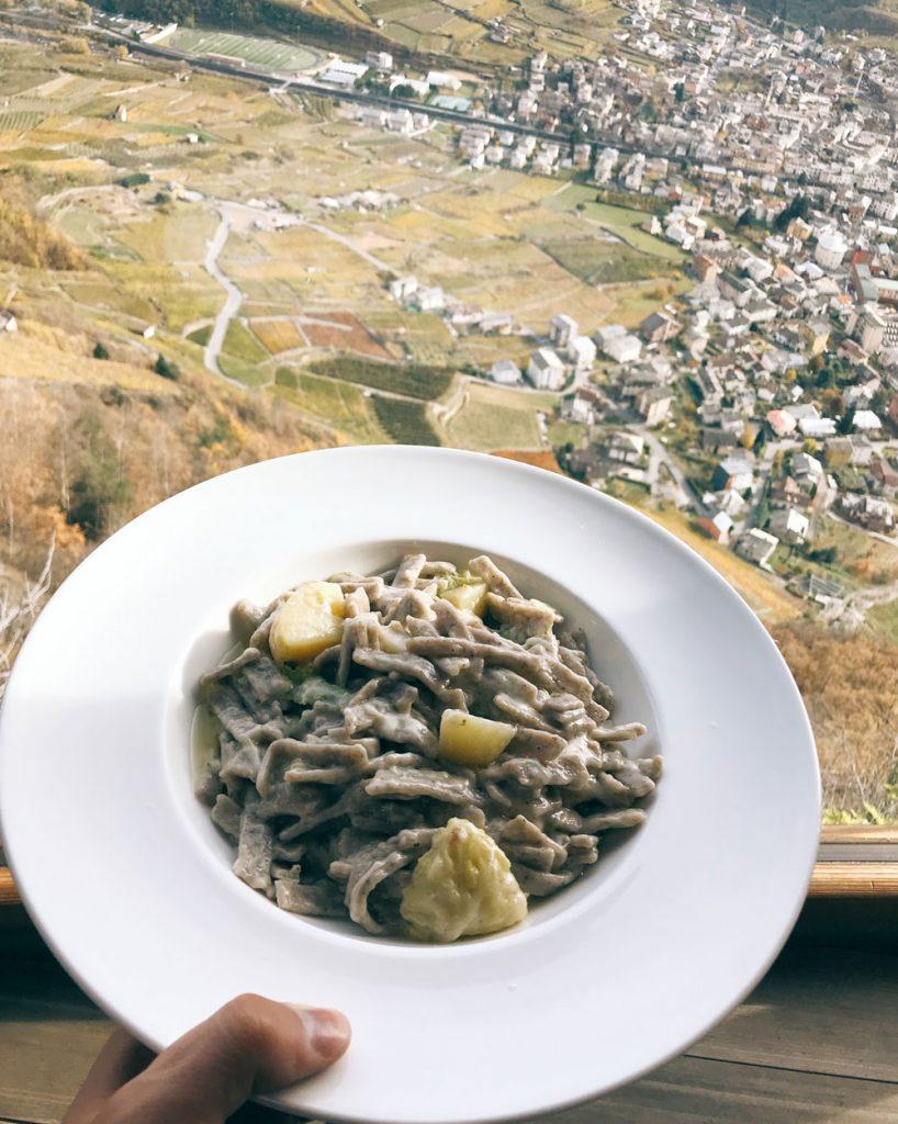 Pizzoccheri con vista all'osteria di Roncaiola