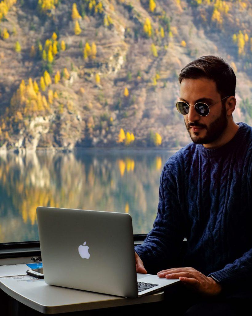 David Pinto in Valtellina sul Trenino Rosso del Bernina